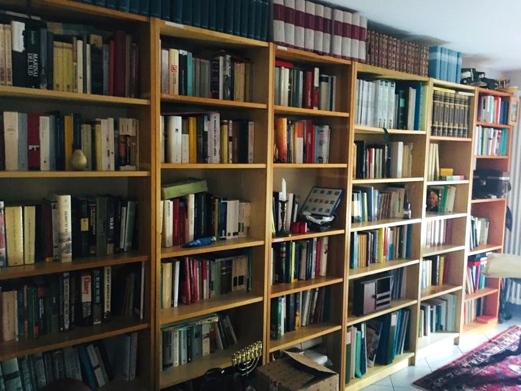 Grande libreria su misura